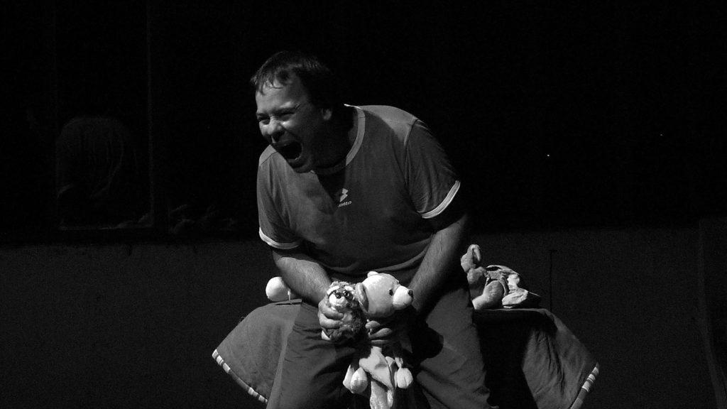 Teseo e il minotauro un anno di paternità